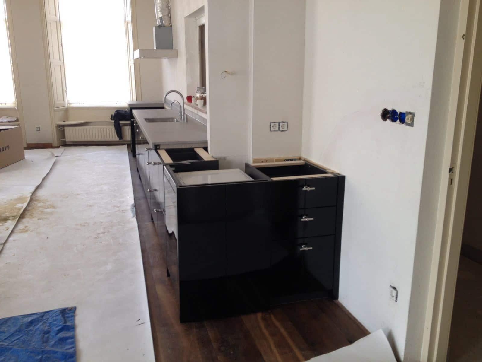Bybeelen private label keuken in zwart hoogglans keukenstudio beelen - Keuken op het platteland ...
